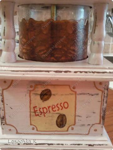 Я очень большая любительница кофе, поэтому не смогла удержаться от декорирования своей любимой кофемолки и баночки для кофе.... фото 7