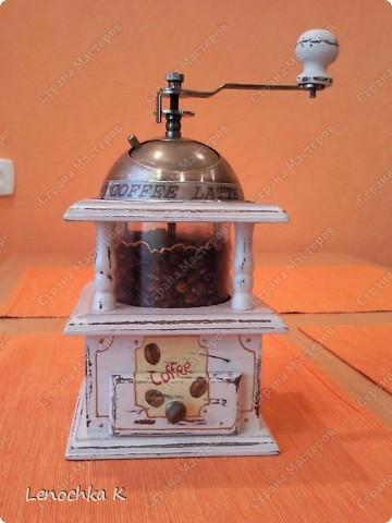Я очень большая любительница кофе, поэтому не смогла удержаться от декорирования своей любимой кофемолки и баночки для кофе.... фото 9