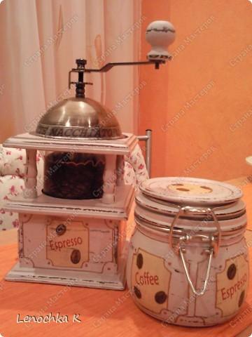 Я очень большая любительница кофе, поэтому не смогла удержаться от декорирования своей любимой кофемолки и баночки для кофе.... фото 1
