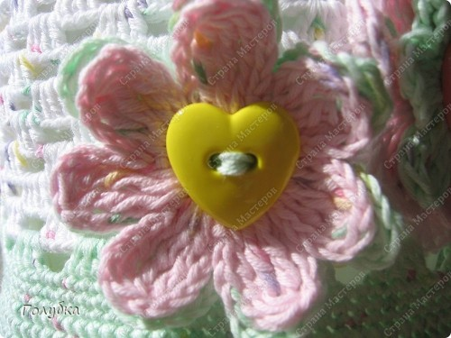 Очень часто я использую в качестве украшения очень простые цветочки, вяжуться легко, а играя с накидами, и количеством лепестком можно добиться разных эффектов. фото 1