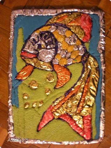 вот такая золотая рыбка получилась на пенопласте из фольги для конфет фото 7