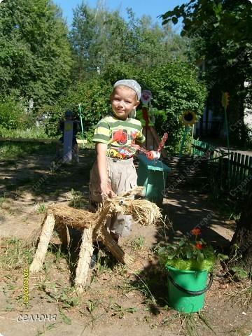 Фоторепортаж Оформление участков в детском саду Материал бросовый фото 6