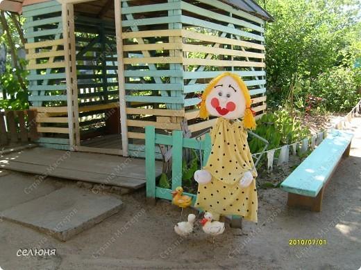 Фоторепортаж Оформление участков в детском саду Материал бросовый фото 18