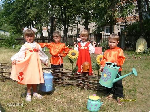 Фоторепортаж Оформление участков в детском саду Материал бросовый фото 1
