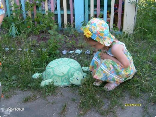 Фоторепортаж Оформление участков в детском саду Материал бросовый фото 8