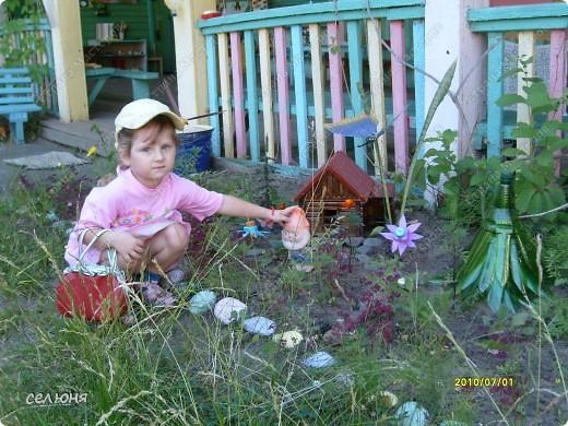 Фоторепортаж Оформление участков в детском саду Материал бросовый фото 11