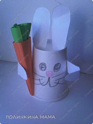 Вот такой зайка с морковкой. вид спереди фото 1