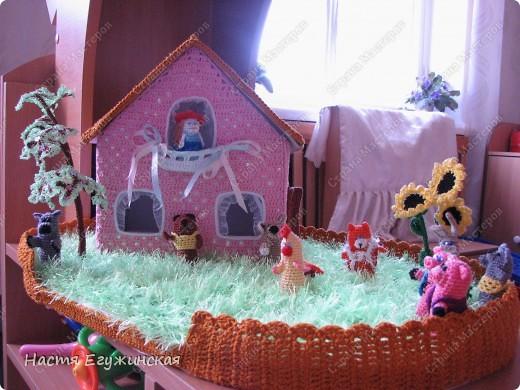 Вот  такая  сказочная  полянка  со  зверушками и Красной  Шапкой фото 1