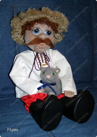 Это мой первый опыт в изготовлении кукол. Спасибо Ликме за её МК! Изначально хотела сделать домовёнка, но в процессе работы он у меня начал превращался то в татарского хана, то в мулата какого-то, а в итоге получился вот такой хлопец.  фото 4