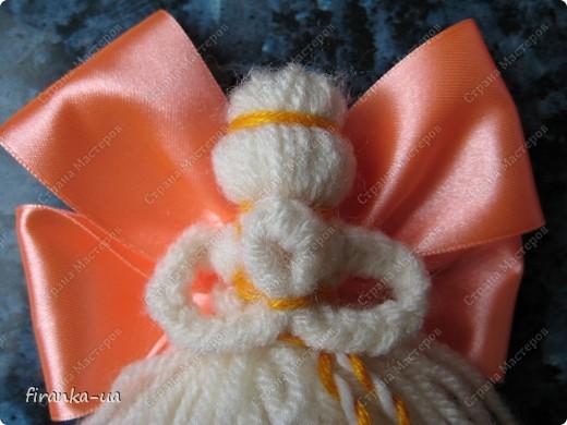 """Хочу поделится с вами  небольшими МК, по """"наматыванию"""" симпатичных ангелочков. Надеюсь, вам понравится и пригодится)  Одна из ярчайших празднечных игрушек - Ангел. Ангелов делали из соломы, ткани, или бумаги. Делали их на Рождество, на  Пасху и на именины. Их дарили, украшали ими жилье. На Пасху ангелов  делали красных и зеленых, а на Рождество - голубых и белых. По обыкновению , такие игрушки делались исключительно из натуральных материалов и, если игрушка создается маленьким ребенком, нужно придерживаться этой традиции, ведь, с натуральными тканями работать намного легче и полезнее, чем с синтетическими. Если же ангел создается не как детская игрушка, а как элемент декора, вполне уместным будет использование органзы, кружева, лент, люрекса, атласа, шелка, жакарда и т.д.. фото 1"""