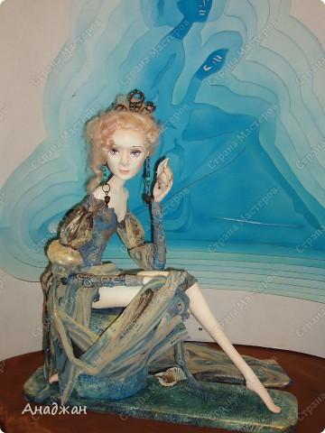 Вот мы и побывали на выставке кукол. Успели в последний день посетить. Предлагаю вашему вниманию немного фотографий, в реальности их больше. Эта кукла мне безумно понравилась, считаю что она самая лучшая. фото 12