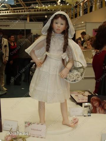 Вот мы и побывали на выставке кукол. Успели в последний день посетить. Предлагаю вашему вниманию немного фотографий, в реальности их больше. Эта кукла мне безумно понравилась, считаю что она самая лучшая. фото 15