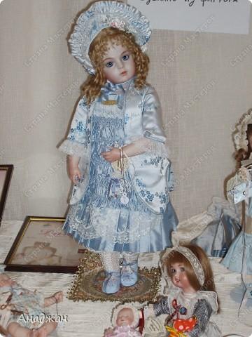 Вот мы и побывали на выставке кукол. Успели в последний день посетить. Предлагаю вашему вниманию немного фотографий, в реальности их больше. Эта кукла мне безумно понравилась, считаю что она самая лучшая. фото 11