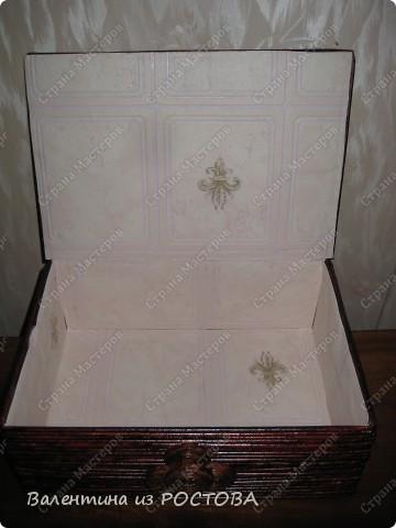 Была обувная коробка,решила сделать из неё шкатулку под салфетки. фото 8