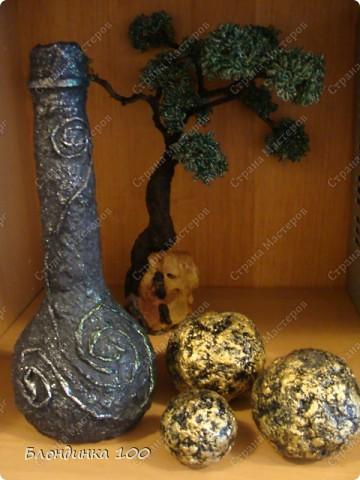 """Бумажно-клеевая масса сделана из форм от яиц. Внутри фольга. Покрашены черной акриловой краской, сверху почпоканы акриловой краской """"Металлэкс"""". Смотрятся креативненько! Можно использовать в качестве отдельного элемента декора. Диаметр большога шарика 7 см. Более мелкими хорошо заполнять стеклянные вазы.  фото 2"""