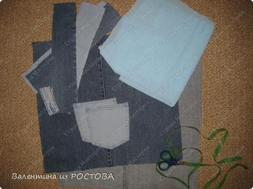Для пошива сумки понадобится: 2 джинсов разных расцветок, ножницы, нитки, сантиметр, швейная машинка, подкладочная ткань, терпение. фото 2