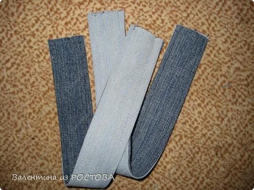 Для пошива сумки понадобится: 2 джинсов разных расцветок, ножницы, нитки, сантиметр, швейная машинка, подкладочная ткань, терпение. фото 3