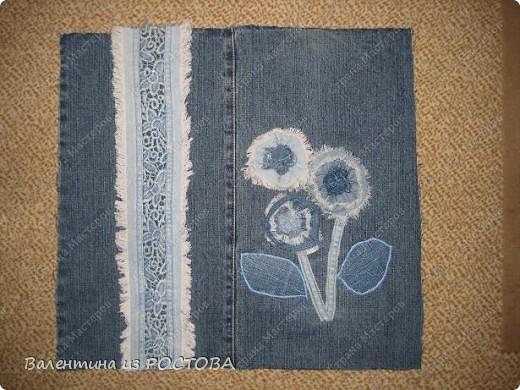 Для пошива сумки понадобится: 2 джинсов разных расцветок, ножницы, нитки, сантиметр, швейная машинка, подкладочная ткань, терпение. фото 4