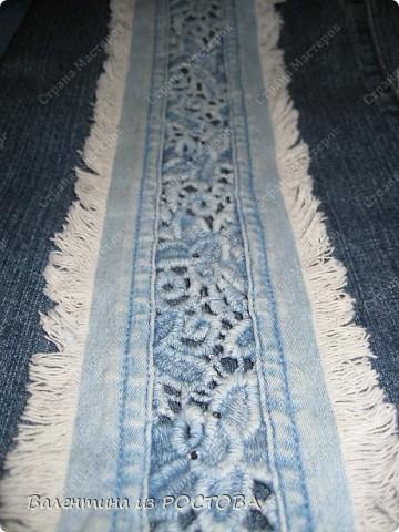 Для пошива сумки понадобится: 2 джинсов разных расцветок, ножницы, нитки, сантиметр, швейная машинка, подкладочная ткань, терпение. фото 13