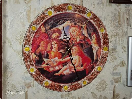 """Часы """" Мадонна"""" Основа дерево, рисовая карта, мозаика. Рельефная паста, акриловые краски фото 1"""