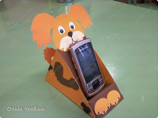 """Я работаю в дополнительном образовании. Моё объединение называется """"Мастерята"""", в нем занимаются дети с 6  лет. Придумано название было давно, году в 1997, но оно так созвучно с названием сайта. Сегодня хочу представить разработку подставки для телефона. Есть такой хороший журнал, он так и называется""""Классный журнал"""". Попалась мне на глаза развертка подставки для телефона. Вот такая. фото 8"""