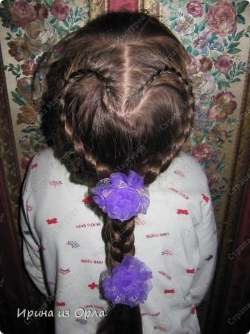 """Сидим с дочкой на больничном. Есть время для экспериментов с косичками. Решили сделать """"сердечко"""" (вид сзади).  Все причесочки делали по МК Яна-Лапа. Спасибо этой замечательной мастерице и ее терпеливой дочке!!! фото 1"""