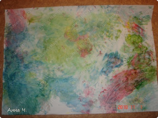 Это творение мы произвели на свет сегодня - рисовали пальчиковыми красками на ватмане. Саша сказал, что здесь вся семья и небо. Но я к сожалению не знаю кто и где...   фото 1