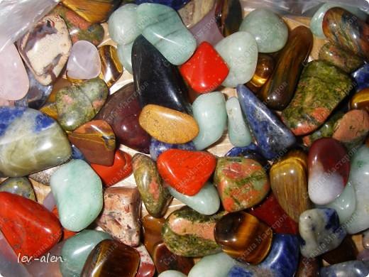 При создании рыбки использованы натуральные камни кварц розовый и зеленый,тигровый глаз,  лазурит,красный тигровый глаз и другие. фото 4