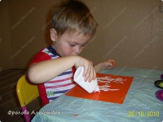 """На мой """"рисунок"""" Гера наносит клей из """"носика"""" бутылочки фото 1"""