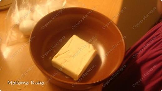 нам понадобится для теста: пачка масла, яйца, мука, сахар. Количество определяю на глаз во время приготовления. фото 2