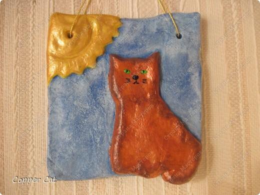 """Я тоже продолжаю готовить подарки к Новому году. И продолжаю воплощать в тесте кошек от """"чудо-в-ладони"""". Вот собственно Я - Медная кошка, греюсь на солнышке))) фото 1"""