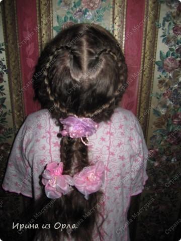 """Сидим с дочкой на больничном. Есть время для экспериментов с косичками. Решили сделать """"сердечко"""" (вид сзади).  Все причесочки делали по МК Яна-Лапа. Спасибо этой замечательной мастерице и ее терпеливой дочке!!! фото 11"""