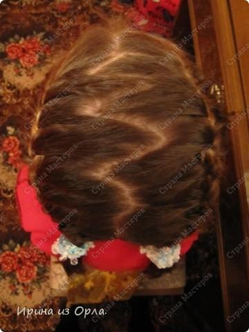"""Сидим с дочкой на больничном. Есть время для экспериментов с косичками. Решили сделать """"сердечко"""" (вид сзади).  Все причесочки делали по МК Яна-Лапа. Спасибо этой замечательной мастерице и ее терпеливой дочке!!! фото 13"""