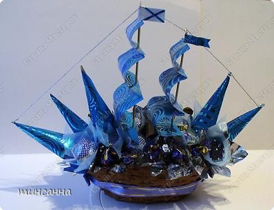 Такой конфетный кораблик- двухмачтовый бриг в  сине-голубых тонах сделала ко дню рождения племянника. фото 1