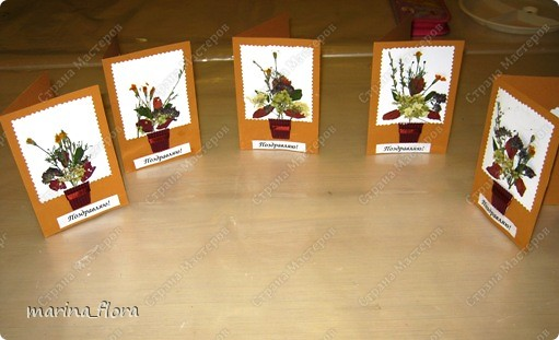 К международному дню матери с первоклассниками сделали подарок для мам средствами флористики - открытку с букетиком цветов.  фото 2