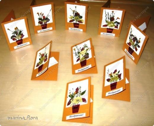 К международному дню матери с первоклассниками сделали подарок для мам средствами флористики - открытку с букетиком цветов.  фото 3