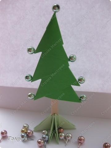 Сегодня на занятие с первоклассниками мы тоже начали подготовку к Новому году и узнали об одной интересной технике -модульное оригами. фото 1