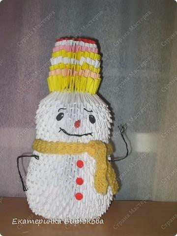 Мой снеговик ещё не закончен, я не доделала ему глазки и ротик, но скоро он будет готов!!! фото 3