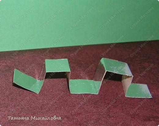 Сегодня будем с малышами мастерить сани. Предварительно мы учились складывать прямоугольные коробочки из квадрата. Здесь я даю МК, включая и предварительную подготовку. фото 8