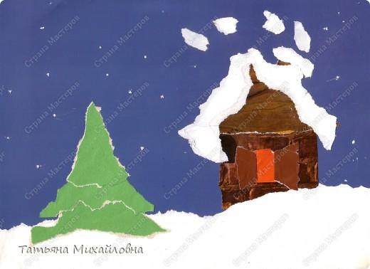 """Даже самые маленькие хотят делать подарки близким. Можно попробовать сделать большую открытку. Техника очень простая: малыш рвет кусочки. Для ангела выберете подходящие, а  снег, елочку и следы Деда Мороза малыш нарвер и наклеит сам. """"Снег"""" получается у всех! фото 4"""