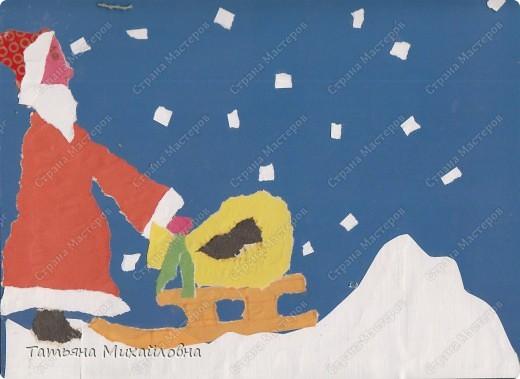 """Даже самые маленькие хотят делать подарки близким. Можно попробовать сделать большую открытку. Техника очень простая: малыш рвет кусочки. Для ангела выберете подходящие, а  снег, елочку и следы Деда Мороза малыш нарвер и наклеит сам. """"Снег"""" получается у всех! фото 11"""