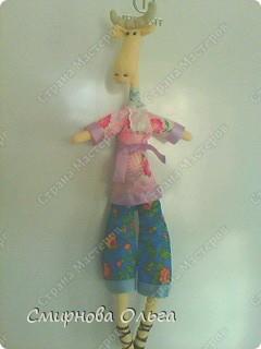 Это мой лосик. Самое тяжёлое-это рога. Сшив голову, шьём шейку. Затем шейку вставляем в голову и в туловище.Зашиваем. Лосик смело может запрокидывать голову. Длинная шейка видна. На неё можно  завязать шикарный шарфик... фото 8