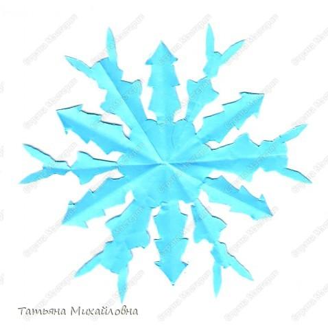 """Вот в своих закромах нашла. Снежинка """"Зайчик"""" вырезана детскими ручками. Она немного корявая, но наши мастерицы сделают более красивую.   фото 2"""