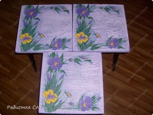 После реставрации маленькой табуреточки и детского стула я решила декорировать и старые табуретки. фото 2