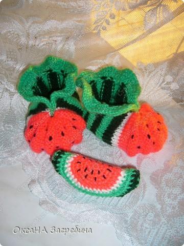 """Пинетки-""""клубнички"""" вдохновили меня на создание пинеток-""""арбузиков"""". В комплект к ним связалась игрушка-раскладушка.  фото 5"""