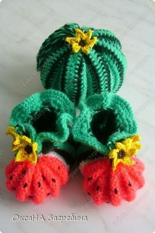 """Пинетки-""""клубнички"""" вдохновили меня на создание пинеток-""""арбузиков"""". В комплект к ним связалась игрушка-раскладушка.  фото 1"""