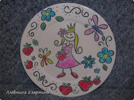 Вот такую тарелку, расписанную своими руками, подарила мне доченька на День матери.