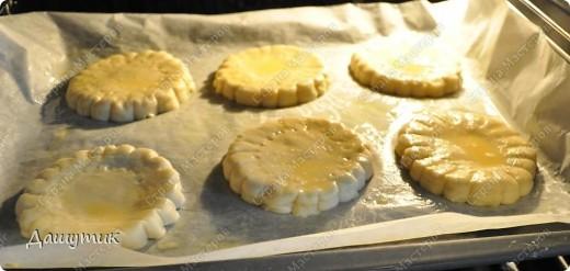 Мммм…вы чувствуйте аромат, которым благоухают эти аппетитные коржики… «Нет?!» - ну тогда скорее бегите на кухню и  испеките эту вкусняшку, порадуйте себя и своих близких простым в приготовлении рецептом, который я нашла в книжке своей бабушки « О вкусной и здоровой пище». фото 5