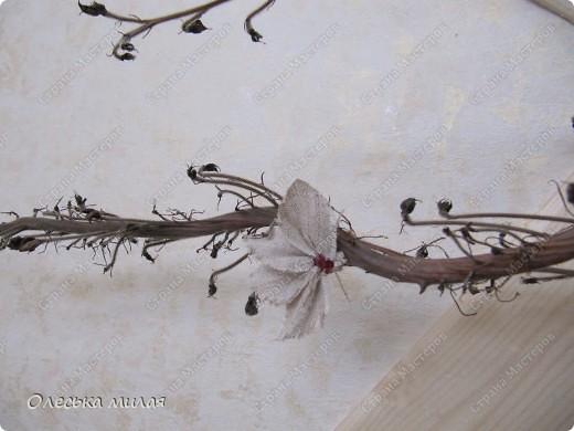 """Эту работу я выполнила на школьный конкурс """"Осень золотая"""", под руководством Кириенко А. В. Это обычная, сухая ветка из школьного сада, а цветочки сделаны из ткани и пайеток. фото 3"""