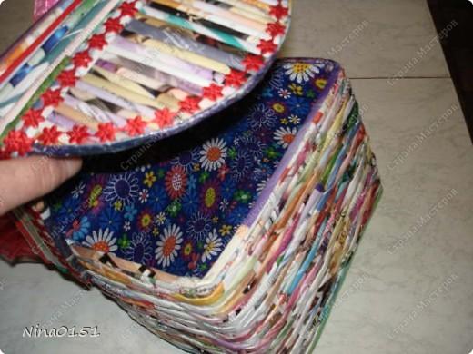 Шкатулка состоит из картонной коробки,которую оклеила трубочками от журнала Орифлейн.Этот журнал весь цветной и шкатулку не нужно покрывать краской.Эта шкатулка без липучек.Крышка глубокая и закрывается плотно. фото 7